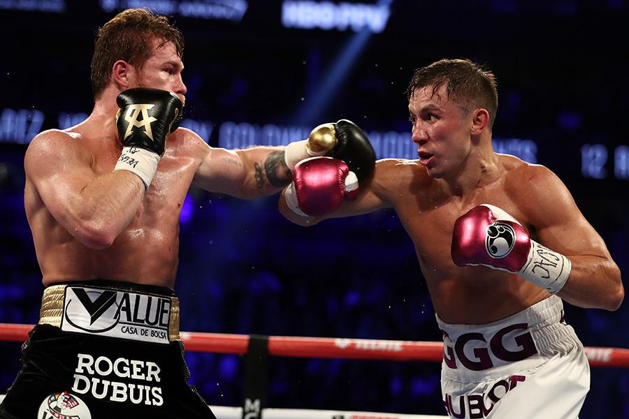 アルバレス(左)がゴロフキンに判定勝ちした【写真:Getty Images】