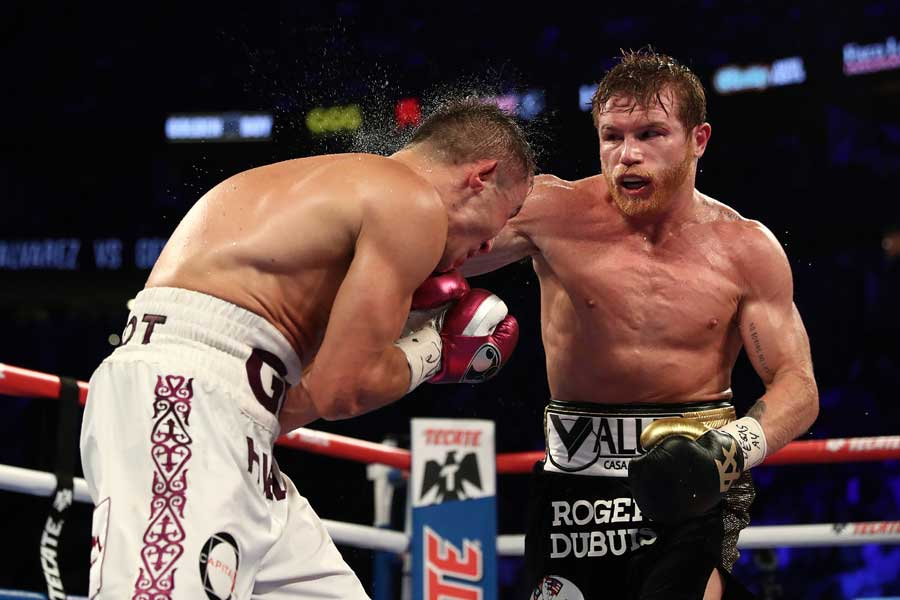 アルバレス(右)がゴロフキンに判定勝ちした【写真:Getty Images】