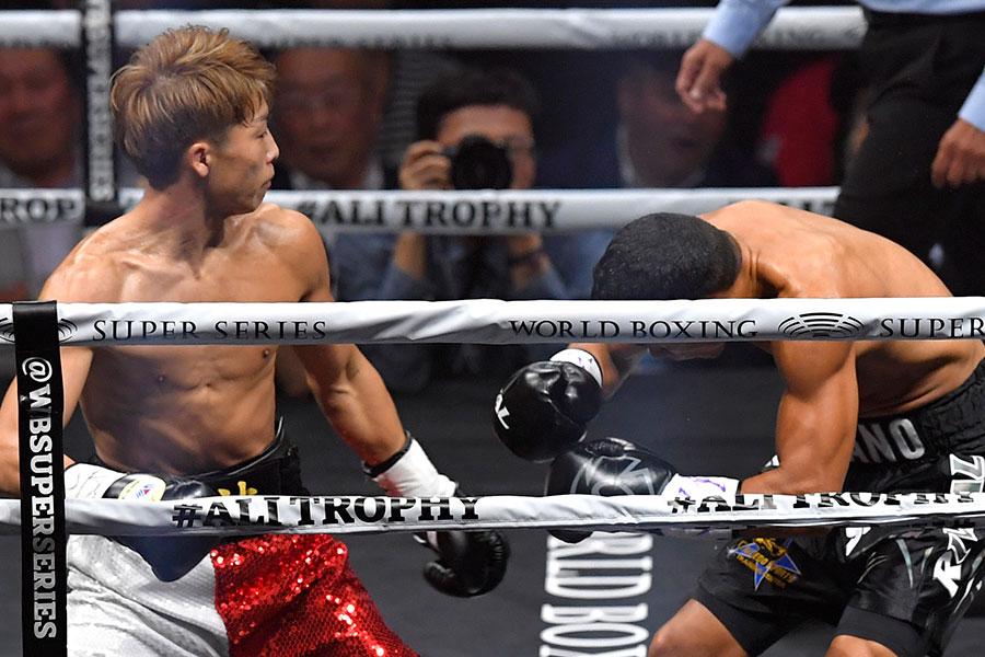 左から右ストレートのワンツーで鮮やかなKO勝ちを収めた井上尚弥【写真:Getty Images】