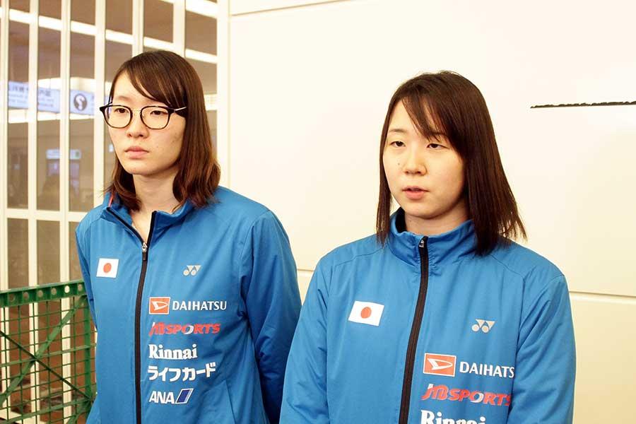 フランスオープンで優勝した松本麻佑(左)、永原和可那の2人【写真:平野 貴也】