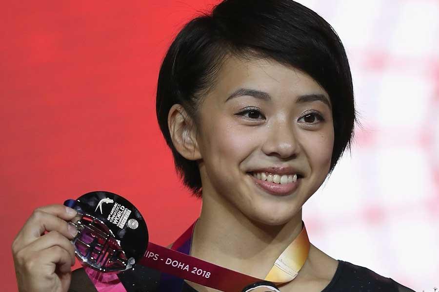 世界体操女子個人総合で日本人初の同種目銀メダルを獲得した村上【写真:Getty Images】