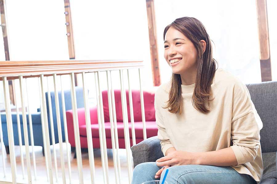 元日本代表の岡部さんは世界選手権初出場の18歳・畠田瞳の健闘を称えた【写真:松橋晶子】