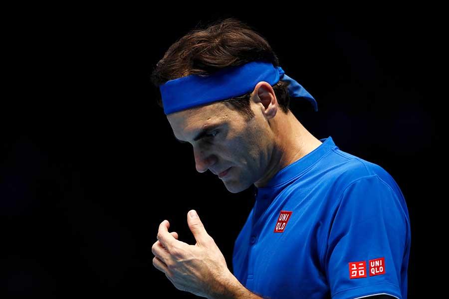 フェデラーの不調を象徴するような珍場面をテニスTVが公開している【写真:Getty Images】