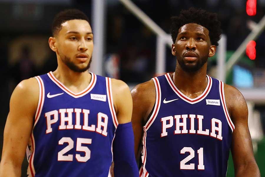 76ersのベン・シモンズ(左)とジョエル・エンビード【写真:Getty Images】
