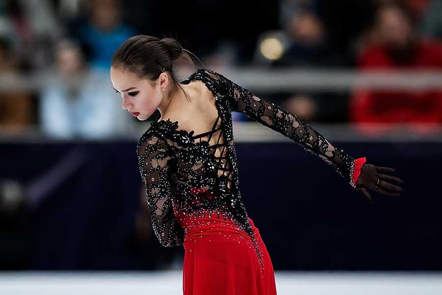紀平に敗れて2位となったアリーナ・ザギトワ【写真:Getty Images】