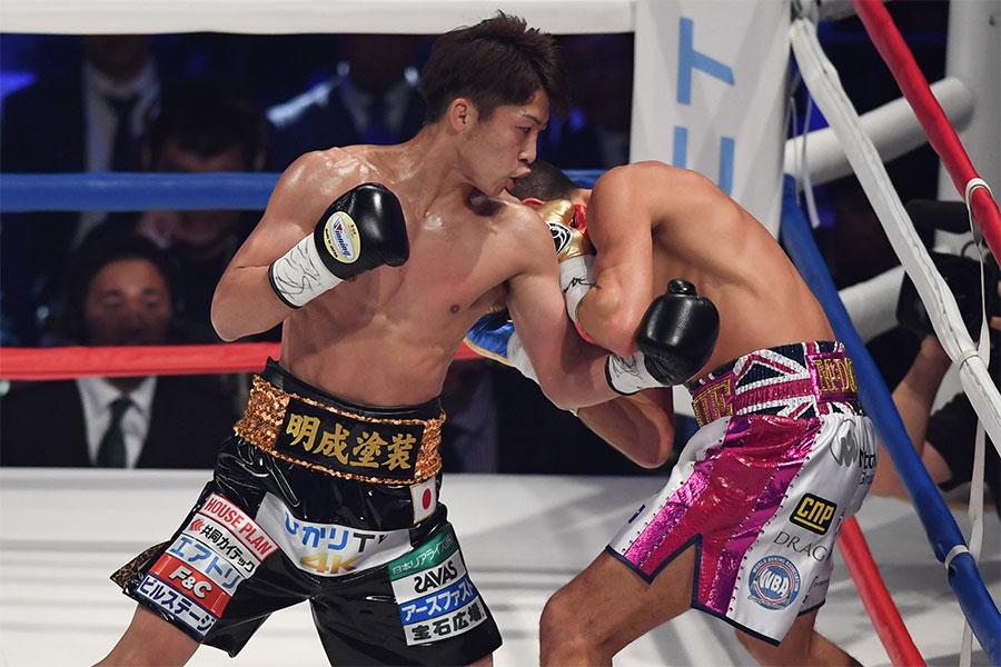 バンタム級転向初戦のタイトルマッチで対戦した井上尚弥(左)とジェイミー・マクドネル【写真:Getty Images】