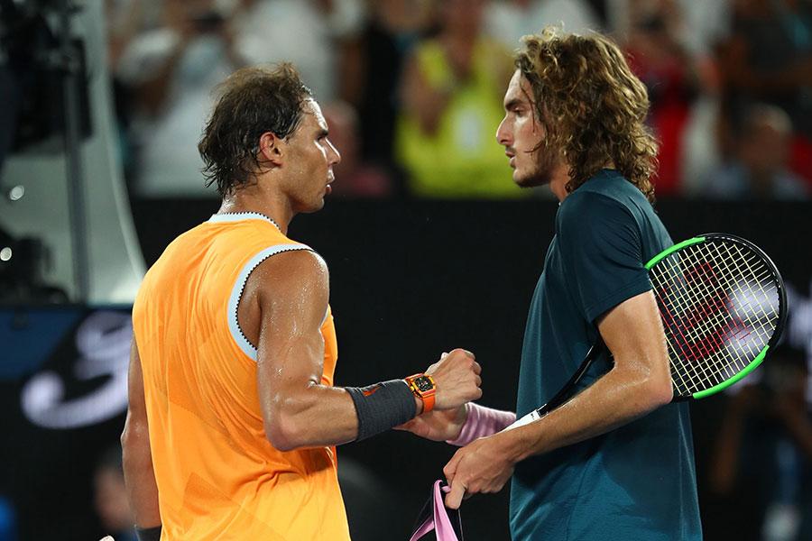 全豪オープン男子シングルス準決勝で対戦したナダル(左)とチチパス【写真:Getty Images】