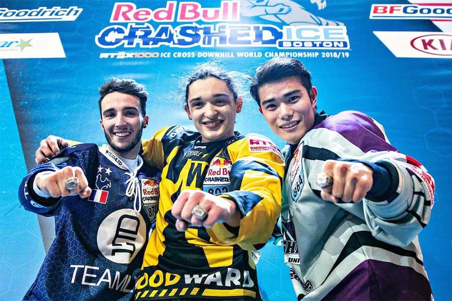 ジュニア優勝のジョアニー・バレスケスを中央に左が2位マルティン・バロ、右が3位山内斗真【写真:(C)Mihai Stetcu/Red Bull Content Pool】