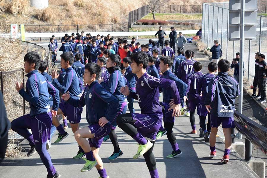 明治大学サッカー部は静岡県清水市でトレーニングキャンプを行った【写真提供:KOBAスポーツエンターテイメント】