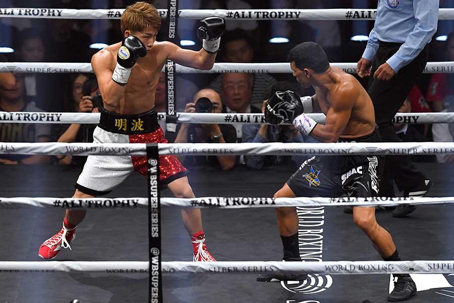 昨年10月にパヤノ(右)は井上に1回70秒でKO負けを喫した【写真:Getty Images】
