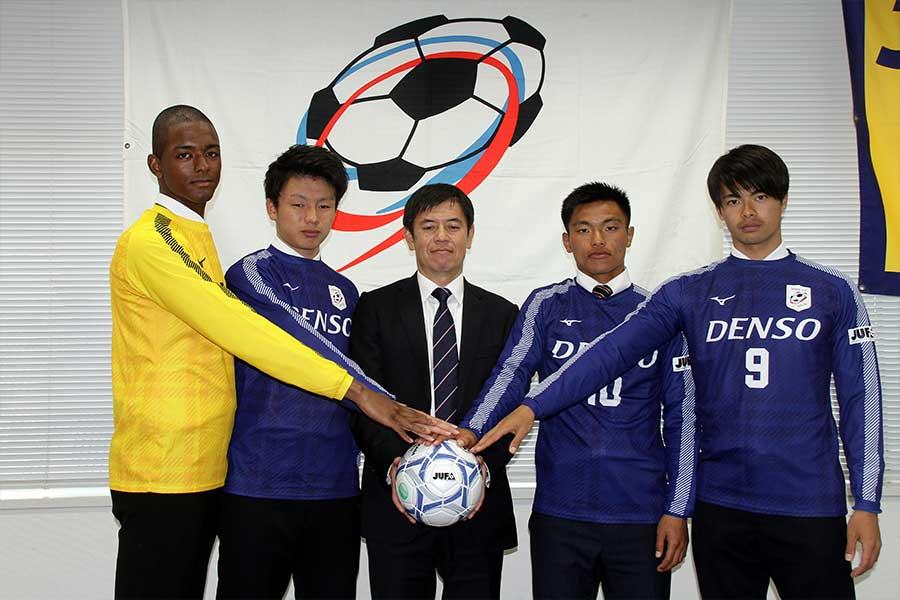 全日本大学選抜のFW上田綺世(左から2番目)【写真:平野貴也】