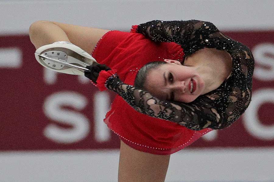 世界選手権初優勝を飾ったアリーナ・ザギトワ【写真:AP】