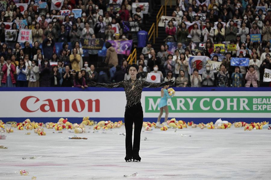 銀メダルを獲得した羽生結弦【写真:AP】