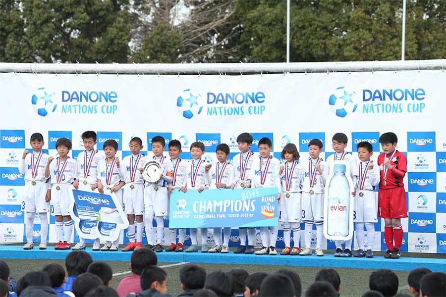 「ダノンネーションズカップ2019inJAPAN」で優勝したヴァンフォーレ甲府U-12【写真:平野貴也】