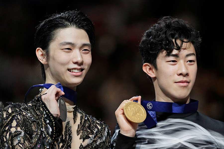 金メダルに輝いたネイサン・チェン(右)と銀メダルを獲得した羽生結弦【写真:AP】