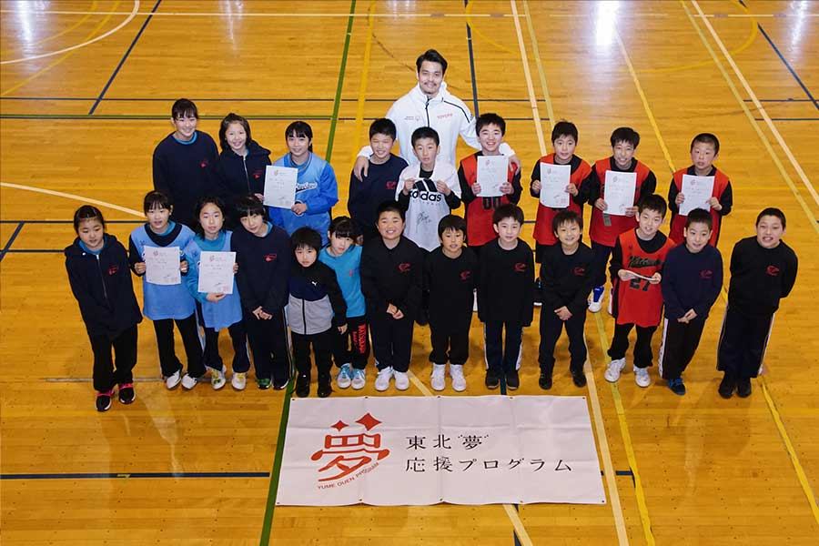 渡邉拓馬氏は男女22人の生徒たちへの1年間にわたる指導を締めくくった【写真:村上正広】