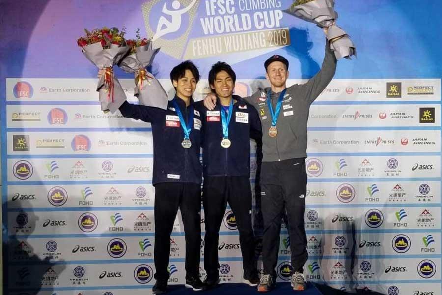 優勝した楢崎智亜(中央)と2位の原田海(左)【写真提供=JMSCA】