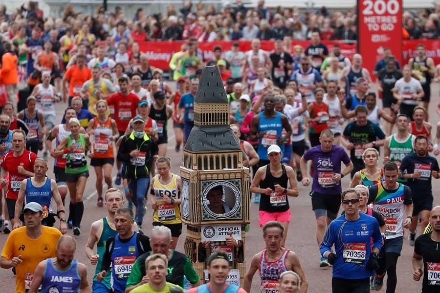"""ロンドン・マラソンで話題を呼んだ""""走るビッグベン""""【写真:AP】"""