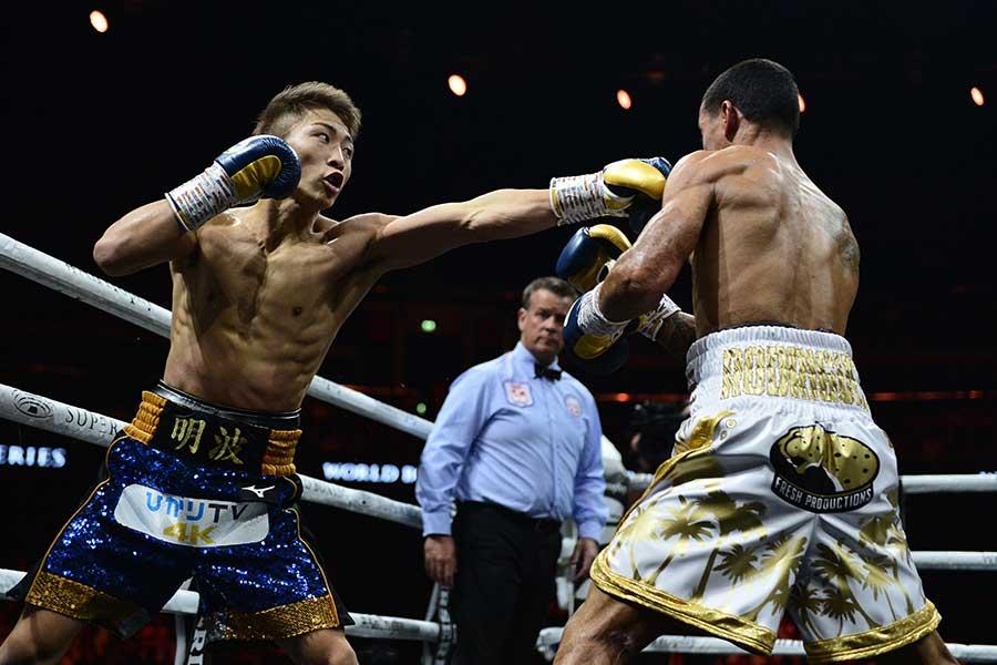 エマヌエル・ロドリゲスを2回TKOで下した井上尚弥【写真:Getty Images】