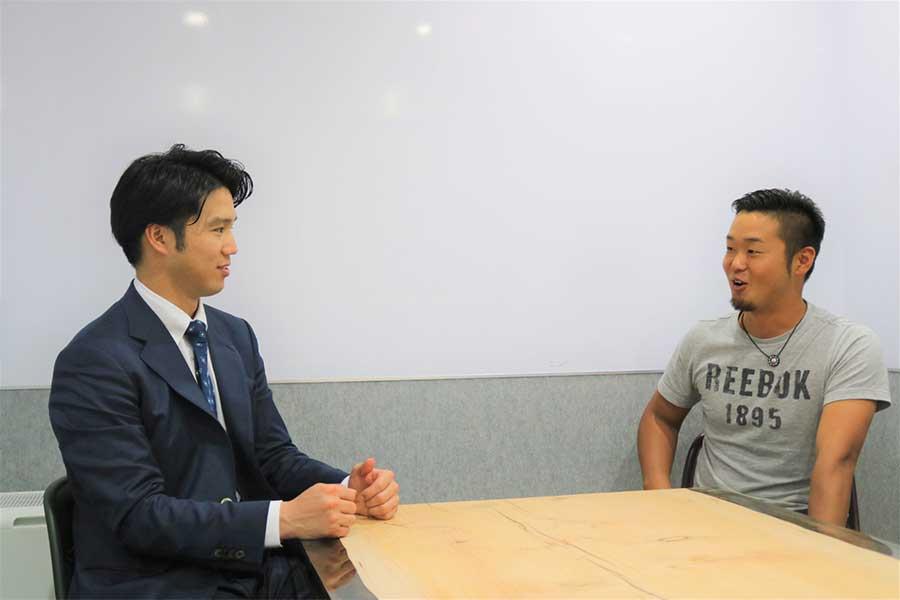 自身の進路選択について語った谷田成吾(左)と内田聖人【写真:編集部】
