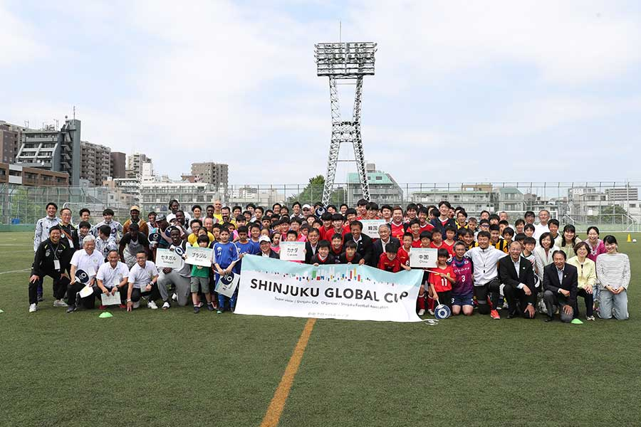 「新宿グローバル杯」には新宿区に住む7か国の人々が参加し、フットサルの対抗戦が行われた【写真:高橋学】