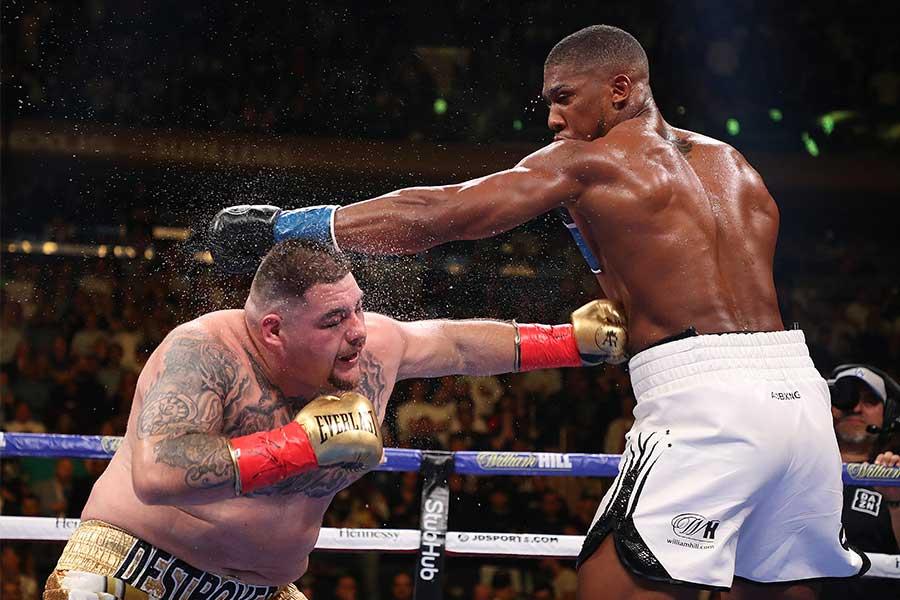 アンソニー・ジョシュア(右)がアンディ・ルイスに敗れる【写真:Getty Images】