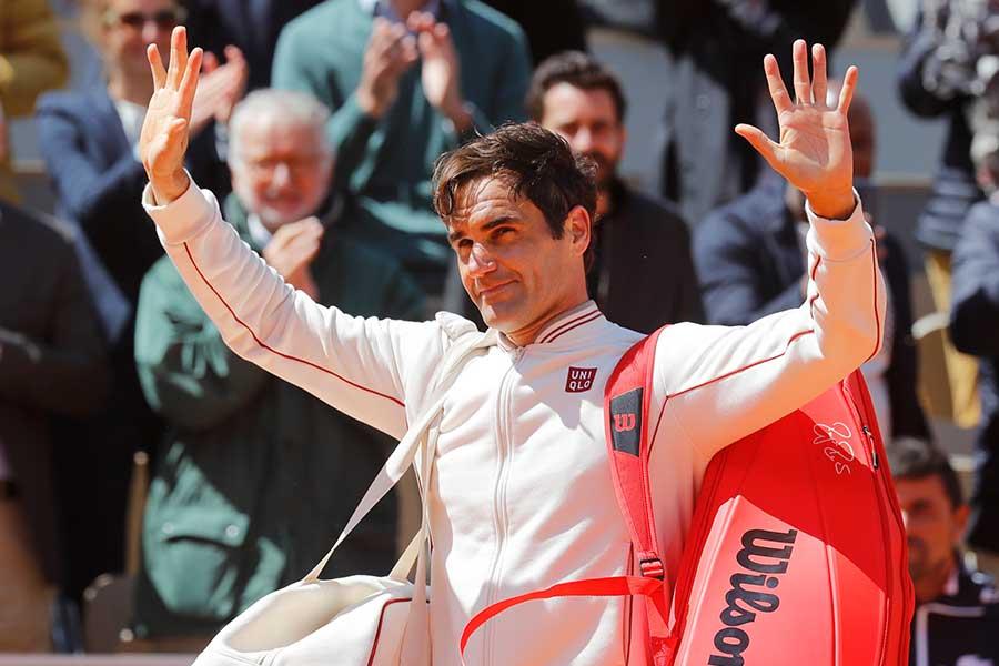 全仏オープンを去るロジャー・フェデラーには大きな拍手が送られた【写真:Getty Images】