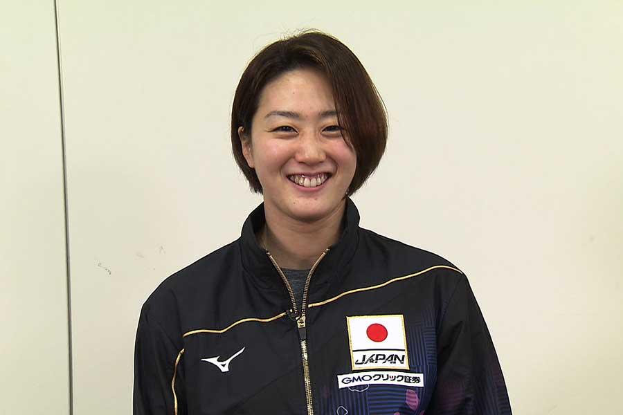 女子400m&800mリレーに出場する青木智美【写真:テレビ朝日】