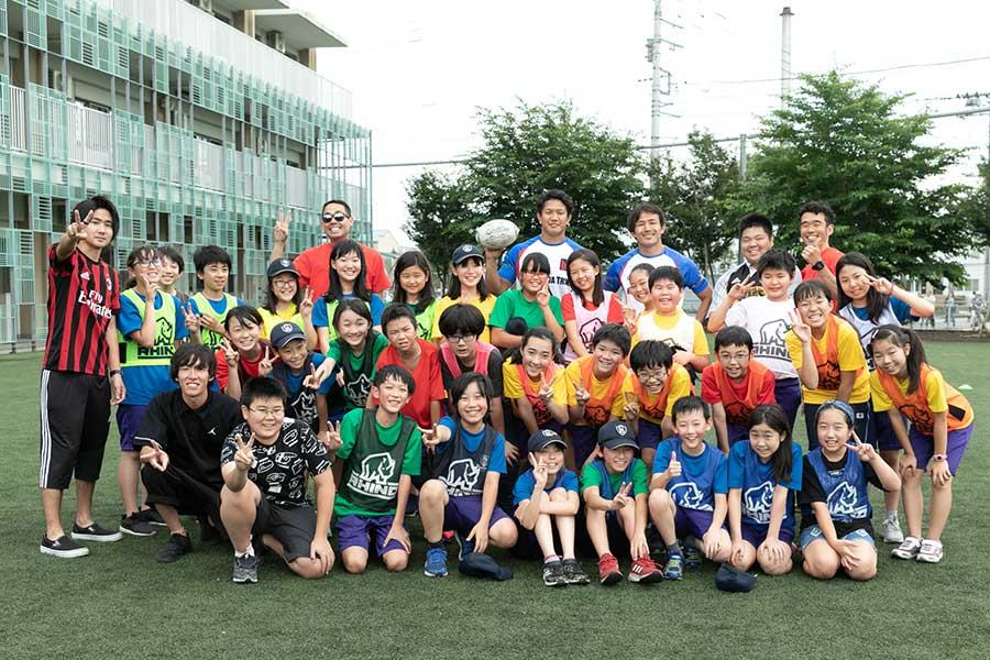 特別授業に参加した児童たち、絶えずハツラツとした笑顔が見られた【写真:松橋晶子】