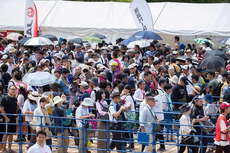会場には長蛇の列ができあがった【写真:奥井隆史】