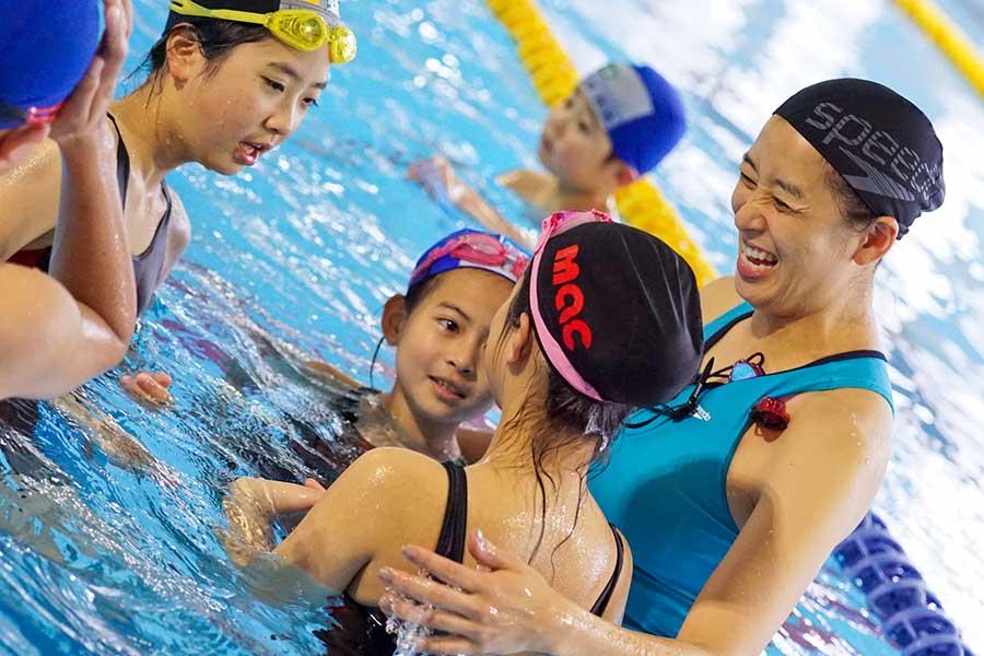 伊藤華英さんが「東北『夢』応援プログラム」に出演、子供たちに水泳の楽しさを説いた【写真:村上正広】
