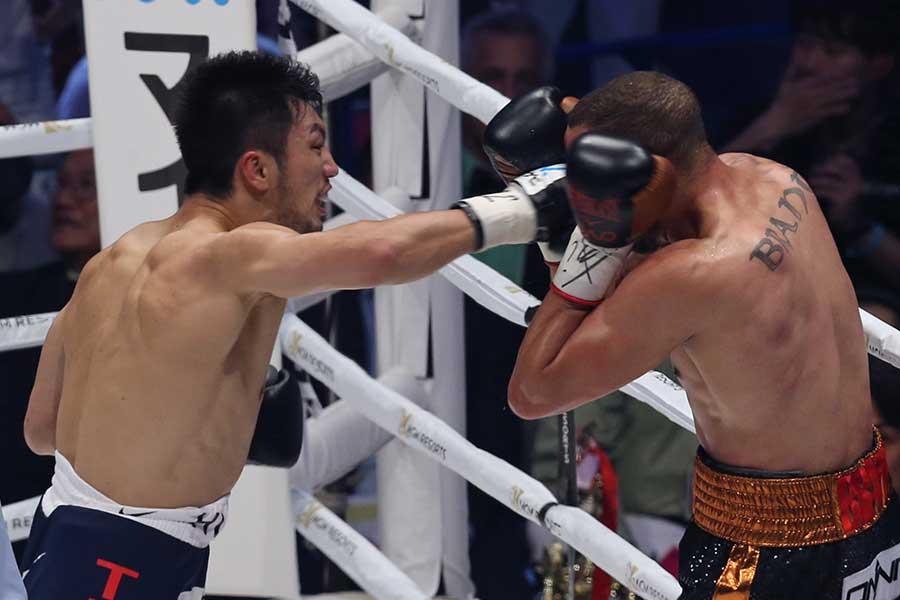 WBA世界ミドル級のベルトを奪還した村田(左)【写真:Getty Images】