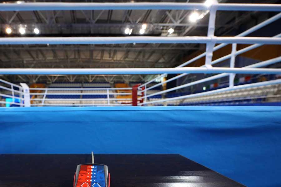 間抜けな負け方をするボクサーが話題を呼んでいる【写真:Getty Images】