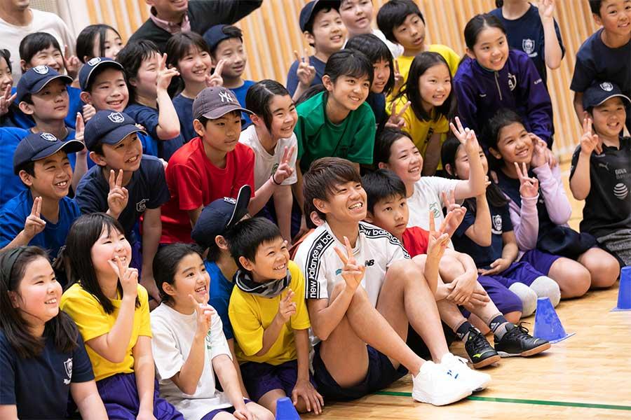 ゲスト講師としてLCA国際小学校を訪れた神野大地【写真:松橋晶子】
