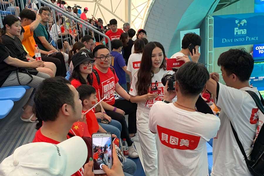 会場には中国応援団が集結、スタンド前方は国旗と同じ赤色に染まった【写真:浜田洋平】