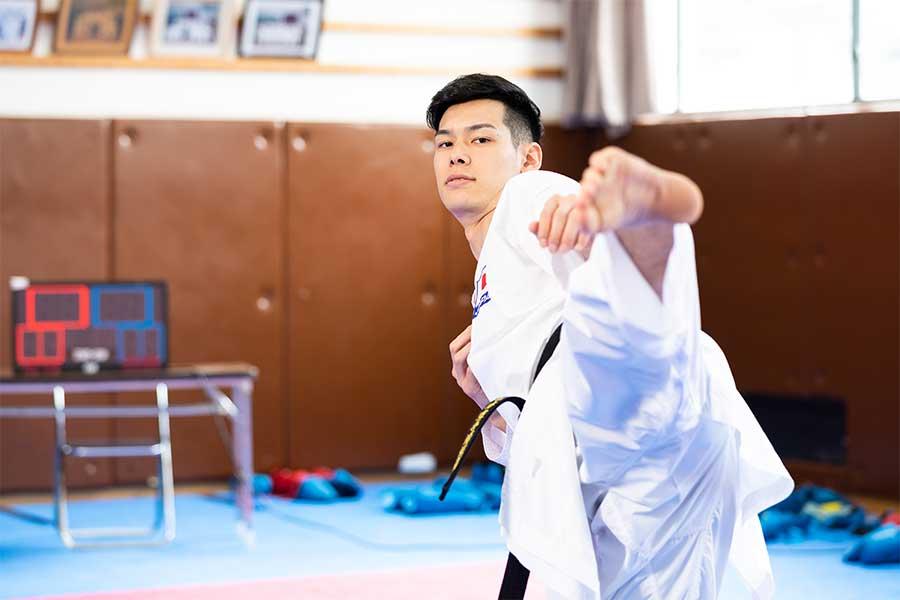 空手界で「プリンス」とも呼ばれ、大きな注目を集めている西村拳【写真:松橋晶子】