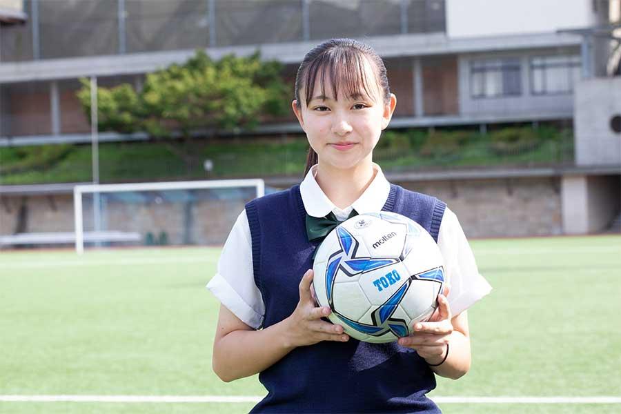 男子55人の桐光学園を1人で支える、マネージャーの鈴木美南さん【写真:mika】