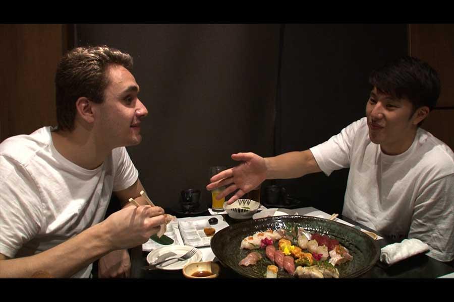 、寿司を楽しんだミラークと瀬戸【写真:テレビ朝日】