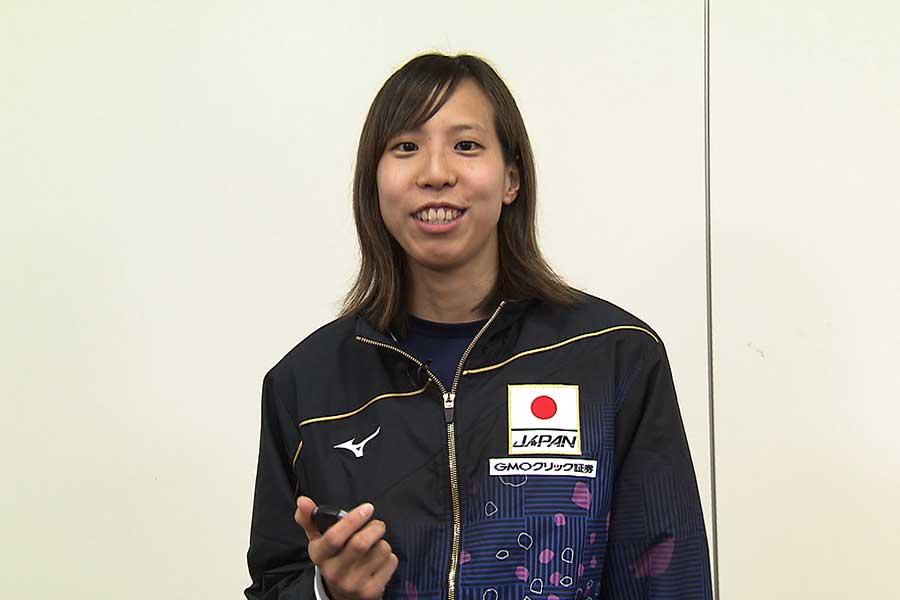 女子400メートルリレーに出場する佐藤綾【写真:テレビ朝日】
