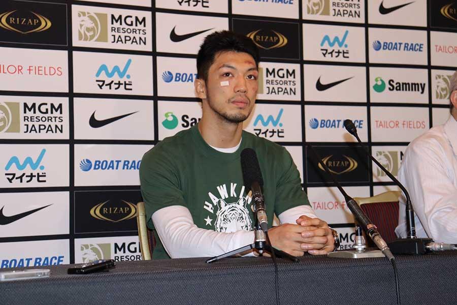 村田は大阪市内のホテルで会見した【写真:浜田洋平】