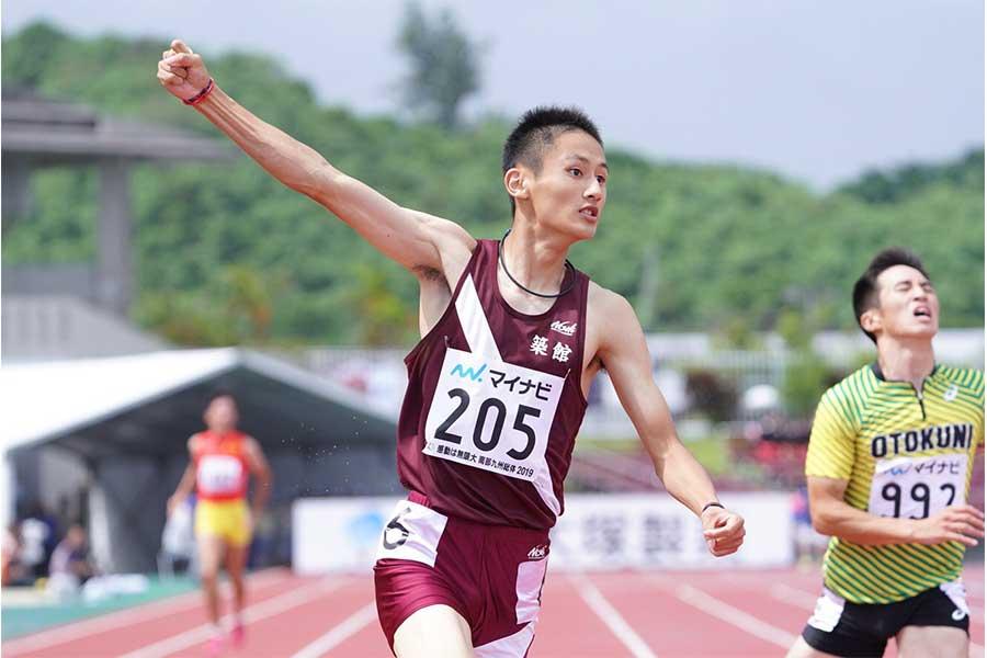100メートルに続く2冠を達成した鵜澤飛羽【写真:荒川祐史】