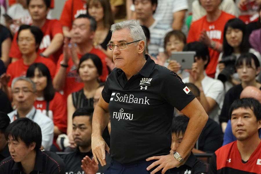 日本代表を指揮するフリオ・ラマスHC【写真:荒川祐史】