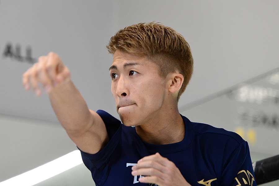 井上尚弥(写真)の従兄、井上浩樹のボディーが反響を呼んでいる【写真:Getty Images】