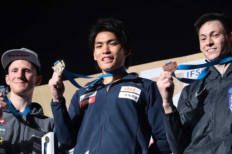 金メダルを獲得した楢崎智亜【写真:荒川祐史】