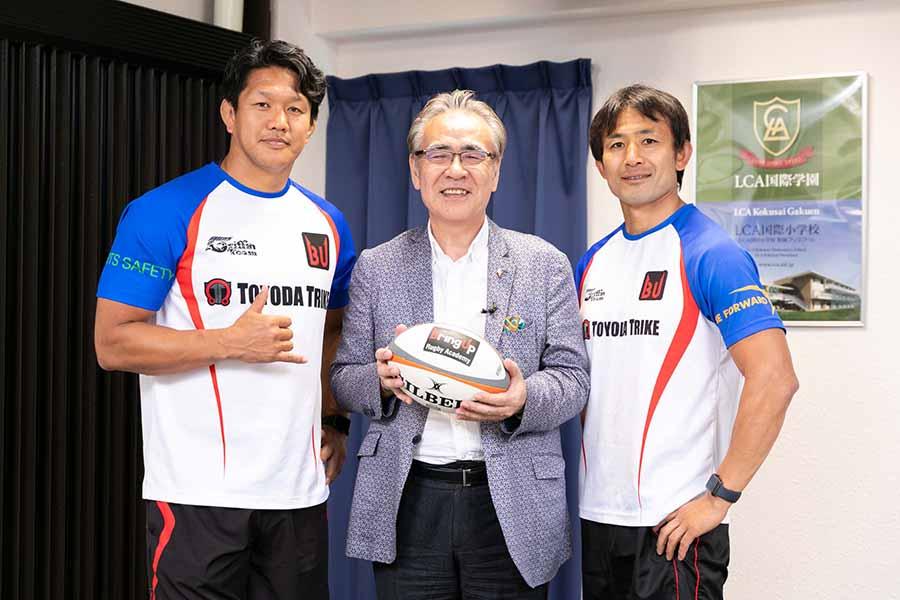 ラグビーの社会性について語り合った菊谷氏、LCA国際小学校の山口園長、小野澤氏(左から)【写真:松橋晶子】