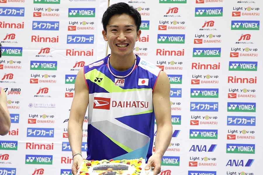 25歳の誕生日を祝福される桃田賢斗【写真:平野貴也】