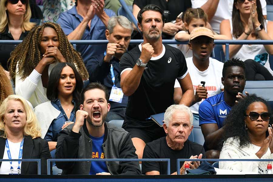 【画像】試合中の姉ビーナスの表情は? なんとメーガン妃と前後で観戦していた…