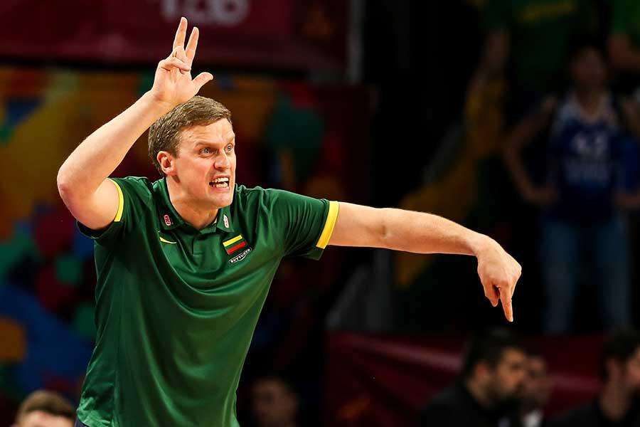 リトアニアのダイニュス・アドマイティスヘッドコーチ【写真:Getty Images】