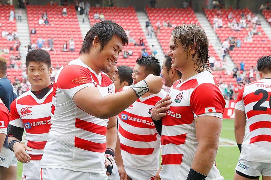 日本代表で活躍した真壁伸弥(左)【写真:Getty Images】