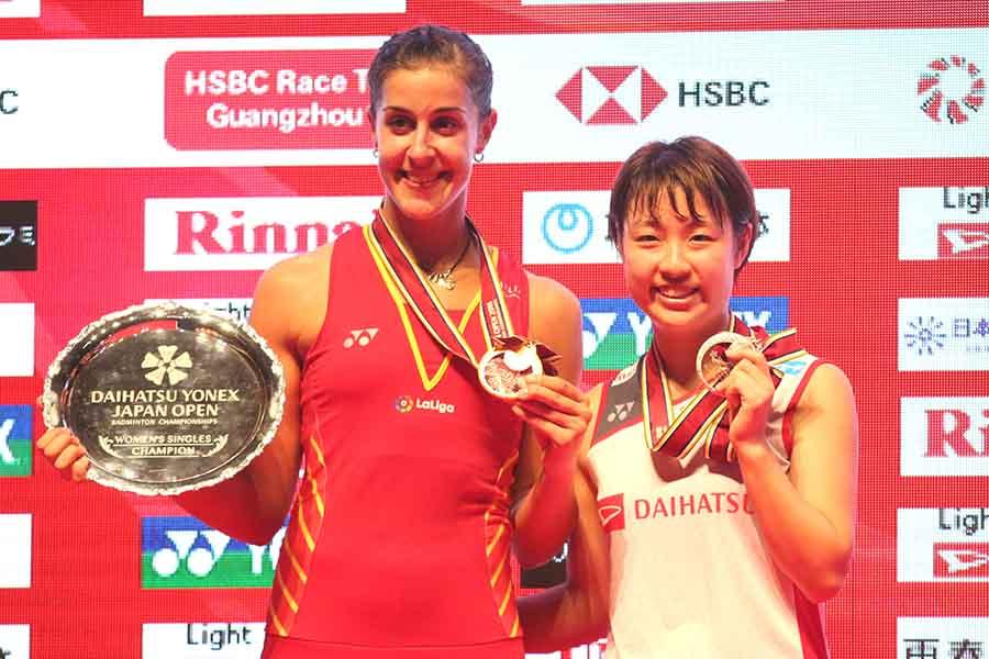 女子単1回戦の奥原(右)対マリンは昨年9月のジャパンオープン決勝と同じ豪華カード【写真:平野貴也】